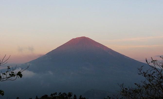 View Gunung Agung dari Sega. 5.11.14